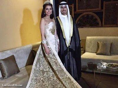 Berita Harian Terupdate: Pasangan ini beri souvenir cincin berlian untuk ta...