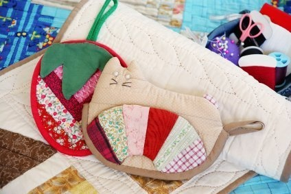 This is a guide about homemade potholders. Whether you sew, quilt, crochet, or knit, making potholders is a fun craft that even children may become involved in.