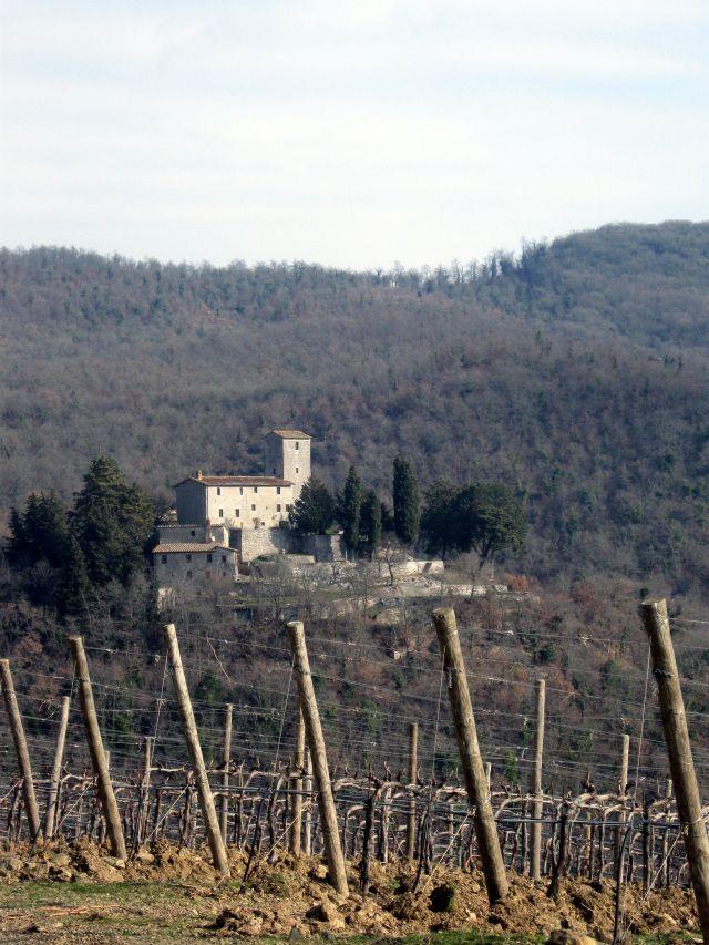 Chianti paesaggio punteggiato di coloniche e castelli e badie