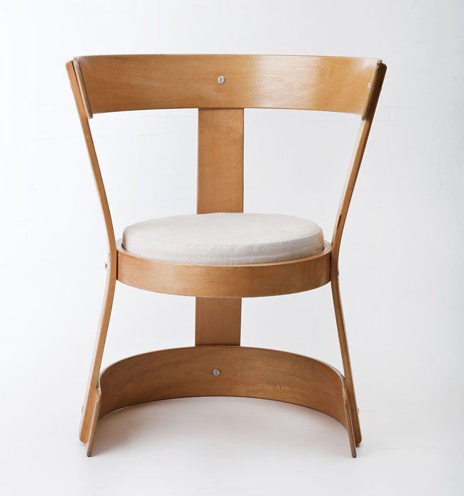 Teresa Kruszewska, zwrotny fotel dla dziecka, wyprodukowany przez Spółdzielnię Mebloartyzm w Wojniczu, 1961, z kolekcji Muzeum Narodowego w Warszawie, fot: Michał Korta