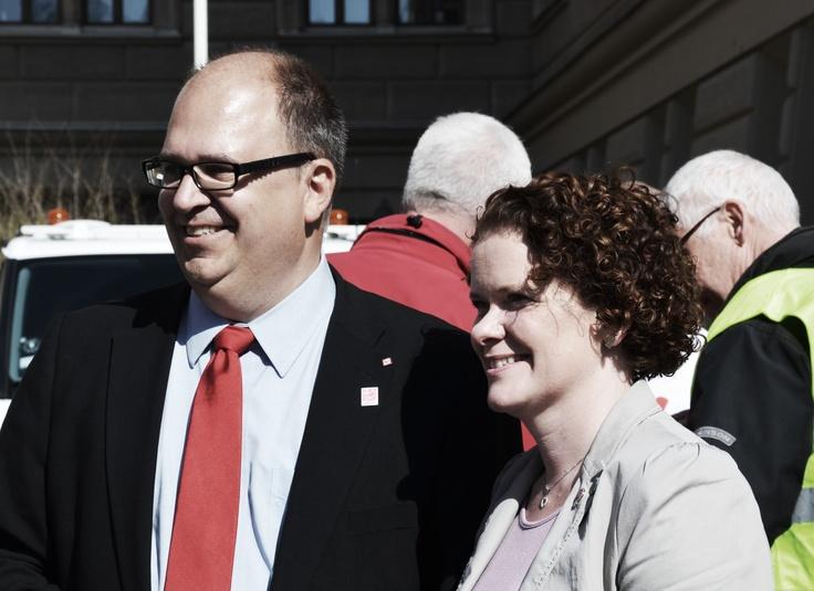 Karin Wanngård (S) tillsammans med LO:s ordförande Karl-Petter Thorwaldsson på första maj, Stockholm 2013.