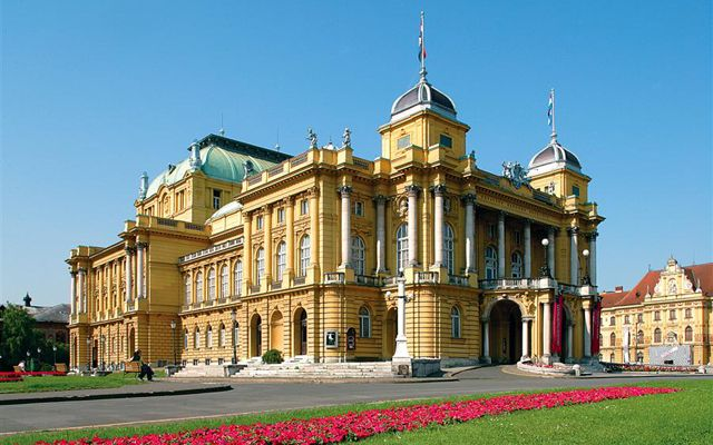 Private transfers between Budapest and Zagreb: http://transferbudapesthungary.com/budapest-to-zagreb-transport-transfer-taxi.html