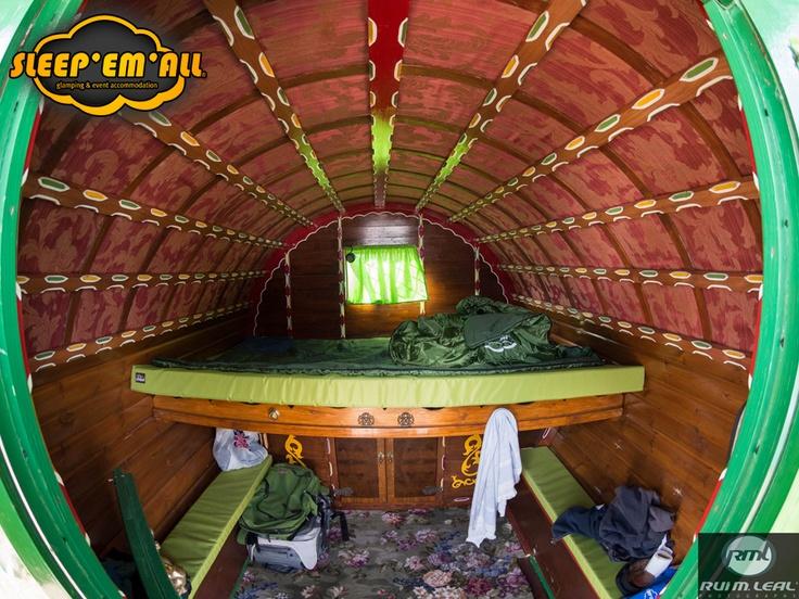interior duma das nossas Gypsy Caravans. Inside of one of our Gypsy Caravans.