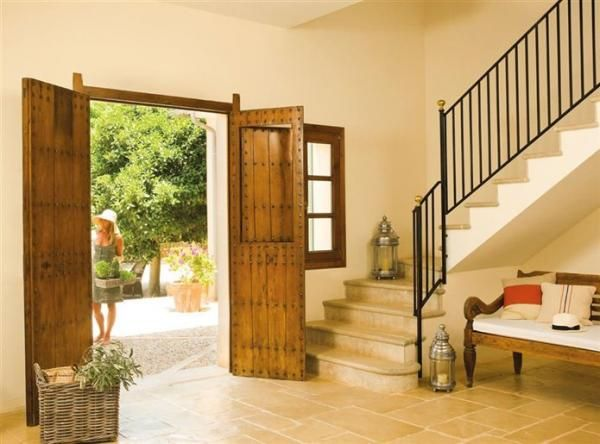 Cómo decorar la entrada de la casa según el Feng Shui. La entrada de la casa representa un punto muy importante en el Feng Shui a la hora de decorar, ya que a través de la puerta entran y salen energías positivas y negativas. Si estás decorando tu casa y ...