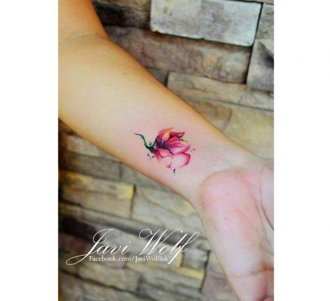 Małe, kolorowe tatuaże - urocze wzory tatuażu na nadgarstek, plecy i nogi