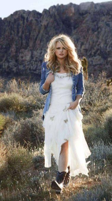 Miranda Lamber white dress #MirandaLambert