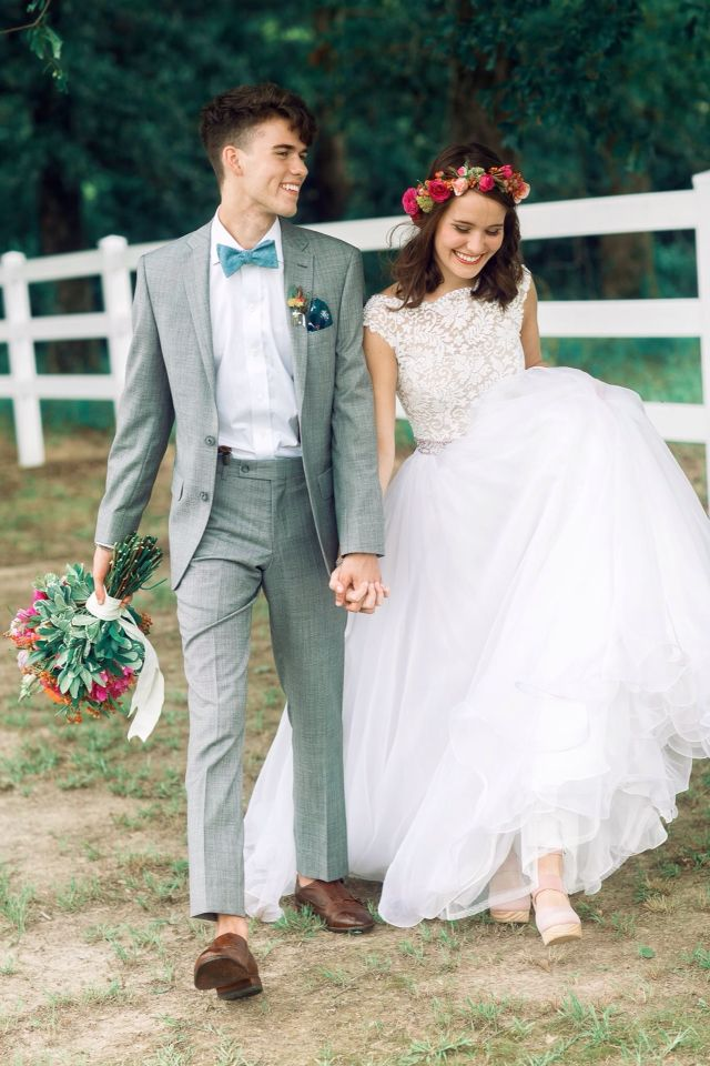John Luke and Mary Kate Robertson wedding! HER DRESS