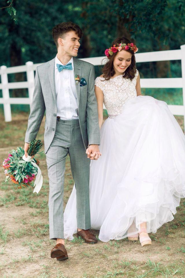 John Luke and Mary Kate Robertson wedding! HER DRESS