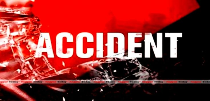 Bhubaneswar :       In a tragic incident, eight passengers died on spot and more than 30 are injured as a Bhubaneswar-Hyderabad bus (AP2-TC-7146) met with an accident near Vijaywada in the wee hours of Tuesday morning.