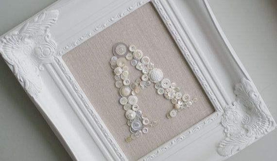 Articles similaires à Bouton monogramme personnalisé écran blanc orné Photo Frame-Shabby Chic-mariage Bridesmades-bébé douche pépinière cadeau sur Etsy