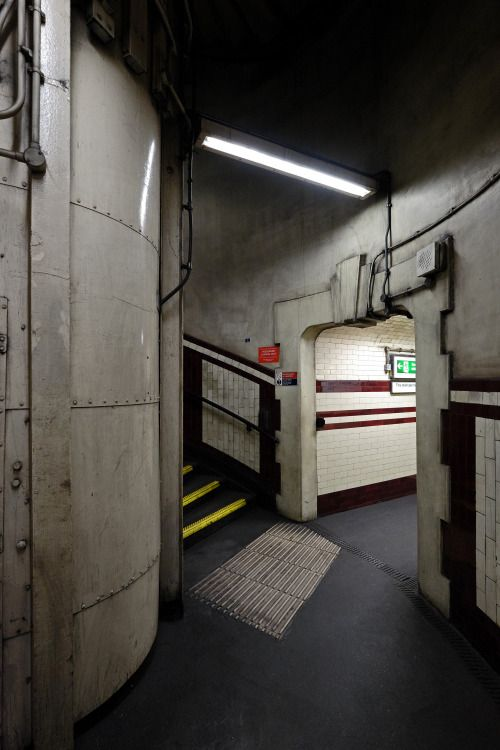 scavengedluxury:  Hampstead tube. London, October 2015.