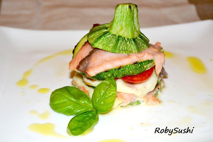 MILLEFOGLIE DI ZUCCHINE E SALMONE AFFUMICATO! http://robysushi.wordpress.com/2013/07/02/5-ingredienti-5-mosse-una-ricetta-millefoglie-di-zucchine-e-salmone/