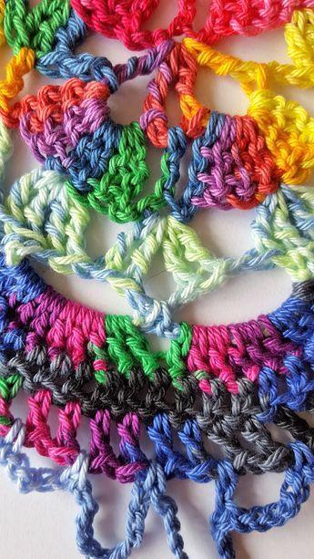 Samba Rose Sjaal Hallo allemaal, In deze blog geef ik uitleg hoe ik de Samba Rose sjaal heb gehaakt. Zelf ben ik helemaal weg van de SMC Catania Color. Dit garen is zo kleurrijk en met de meest vreemde kleurcombi's lijken het stuk voor stuk wel toverballetjes. Deze sjaal maken, of zijn broertje de Carnival... Lees meer