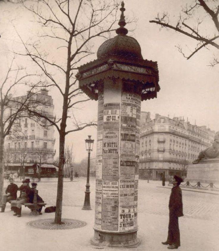 Ces photos qui font revivre le Paris d'autrefois Colonne Morris Place Denfert-Rochereau (xiv° arrondissement) en 1898