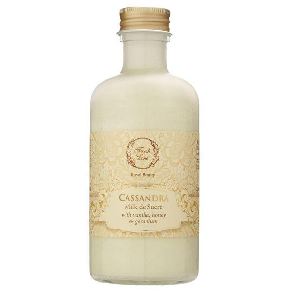 Увлажняющее молочко для тела с греческим органическим оливковым маслом и насыщенными растительными маслами быстро впитывается, делая кожу мягкой и увлажненной. Теплые нотки ванили и ромашки оказывают антистрессовое и расслабляющее дествие. Экстракт цветков герани и персика улучшают эластичность и упругость кожи, омолаживая её. Красивый сладкий теплый аромат сочетает в себе бальзамический тон меда, ноты сандалового дерева и пачули в сердце, и нижние древесные ноты. Сладкий аромат придае...