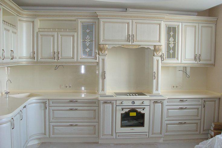 """Кухня """"Ясень эксклюзив"""" (8.2 м.п) - это мегаэксклюзивный кухонный гарнитур. Белый цвет фасада с золотой патиной создают атмосферу элегантности на кухне."""