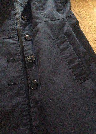À vendre sur #vintedfrance ! http://www.vinted.fr/mode-femmes/autres-manteaux-and-vestes/33043853-trench-coat-noir-hm-demi-saison