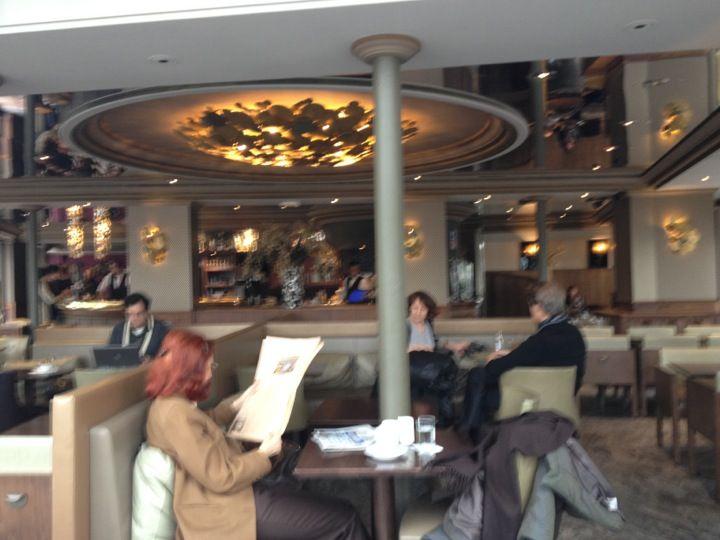 Typische, kwaliteitsvolle Parijse brasserie. Rustige gelegen en bezocht door de Parijzenaars zelf.