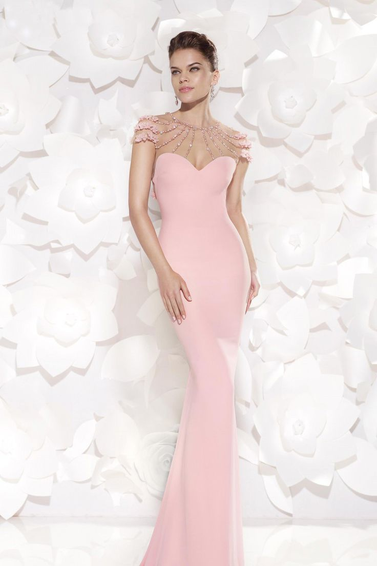 Rochie de seara Eslina, model tip sirena cu trena, realizata din crep stretch, tul elastic decorat cu perle si cristale aplicate manual. Mermaid evening dress with tail made from dusty pink crepe adorned with pearl and crystals. Tarik Ediz design