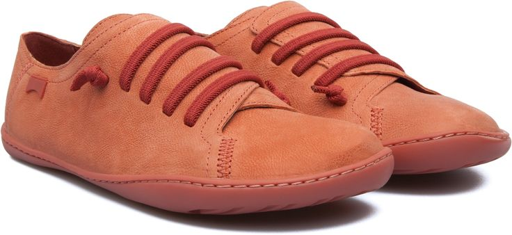 In 2004, the Camper icon Peu was ahead of its time with a design approach modeled after the shape of the foot. The unique silhouette of this shoe retains all the benefits of barefoot walking.