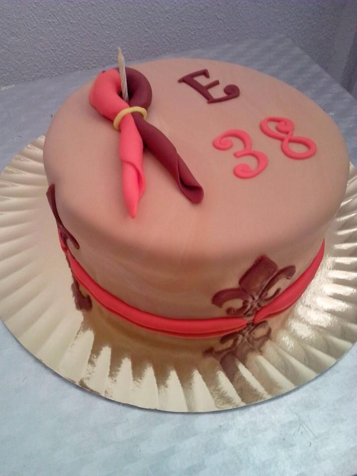 Continuamos com o aniversariante do dia 13. Parabéns amor! Bolo de ananás com recheio de creme de pasteleiro; decoração com o lenço do grupo 243 Almancil dos ESCOTEIROS DE PORTUGAL