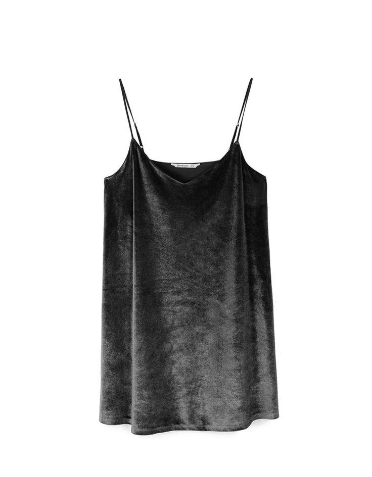 https://www.stradivarius.com/pl/kobieta/ubrania/sukienki/zobacz-wszystkie/aksamitna-sukienka-na-rami%C4%85czkach-c1020035501p300442510.html?colorId=001&style=15