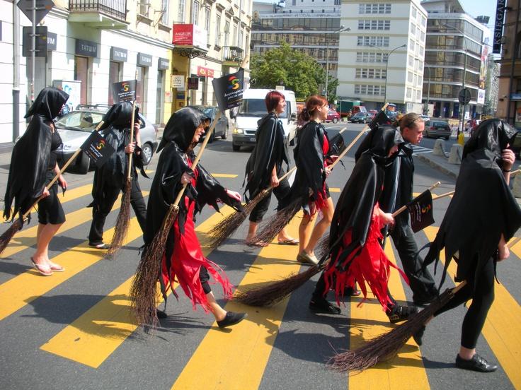 Świętokrzyskie Czarownice w Warszawie (#marketing miejsc - kampania promocyjna Świętokrzyskiego)