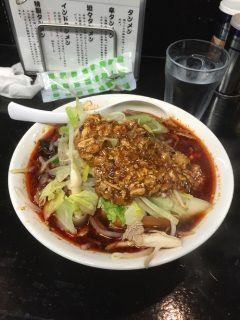 東京が誇るタンメンの最高峰といっても過言ではないラーメン店がたんめん本舗ミヤビ このお店で食べることができる最新絶品タンメンは辛タンメン 3種類の唐辛子と自家製ラー油を使用した辛口の鶏がらスープに特製麻婆豆腐を加えたラーメンになっていてピリッとした辛味が癖になります(_)ゞ tags[東京都]