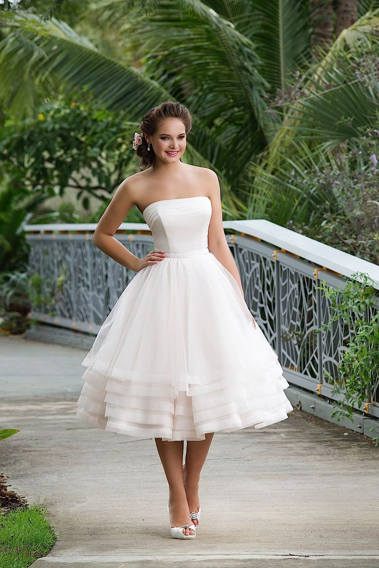 Style 6131 Sweetheart collection. Short wedding dress