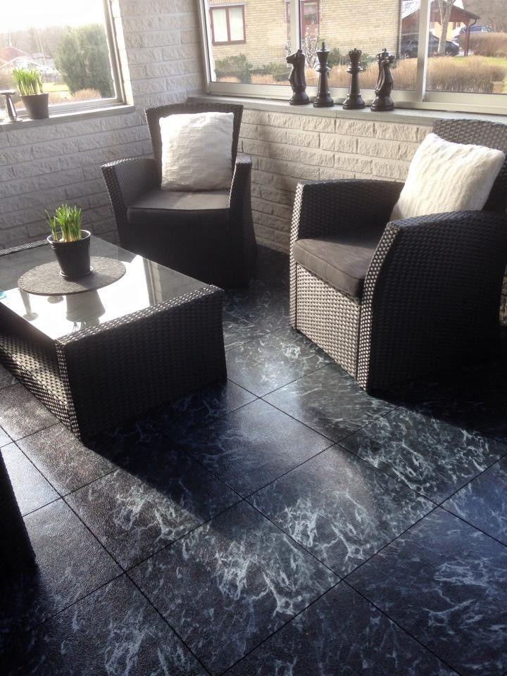 A satisfied customer who installed a Bergo Floor on their patio.  En nöjd kund som installerat Bergoplattan på sin altan.
