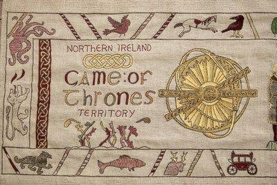 Armadura de hielo y fuego: hermoso tapiz muestra la relación de Irlanda del Norte con Juego de Tronos   DUBLÍN Julio 2017 /PRNewswire/ - La temporada 7 de Juego de Tronos finalmente ha llegado a las pantallas. Irlanda del Norte es uno de los principales lugares de grabación de la exitosa serie de televisión y para inmortalizar las localizaciones de la inolvidable serie desde Invernalia a las Islas de Hierro Turismo de Irlanda ha dado a conocer un tapiz gigante de estilo Bayeux de 77 metros…