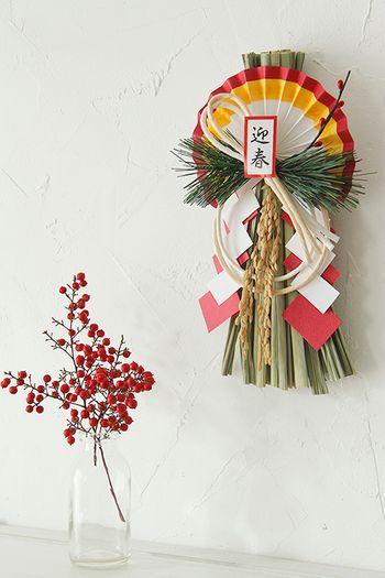 """しめ縄や門松は年神様がいらしてくれる目印となるものなんです。そのため29日の""""苦待つ""""と31日の""""一夜飾り""""は避けるようにして、28日までに飾るようにした方がよいそうです。  著作)フォトスタイリングジャパン http://ameblo.jp/gg-interior/"""