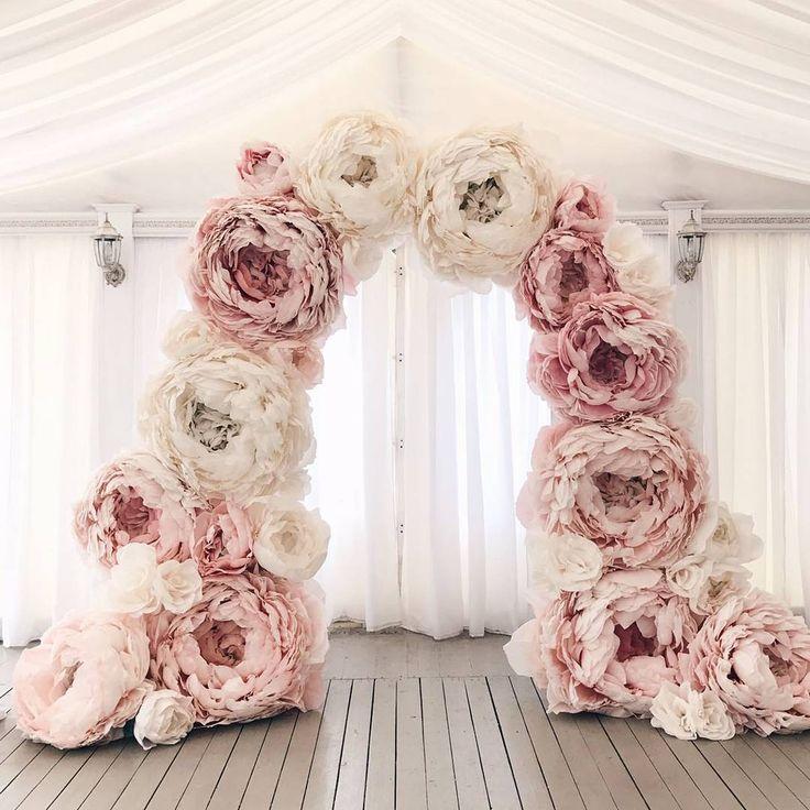 """99 Likes, 2 Comments -  ФОТОЗОНА СПБ АРЕНДА ЦВЕТОВ (@tsvetkova_flowers) on Instagram: """"Большие бумажные цветы могут смотреться стильно и суперэффектно! Если заказывать их у…"""""""