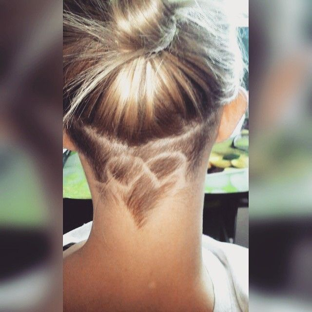 . . .. ... ....  #haircut #shortback #hair #hairheart #heart #hairstyle #stroke #bob #baleyage #suprise #backhead #undercut #shaved #undercutwomen #zyrardow #fryzjolandia #changehair #cute #heartbeat #hairdesign  #undershave #heartrate #rate #backside #geometricdesign #april #shave #suninmyhair #shavedbits