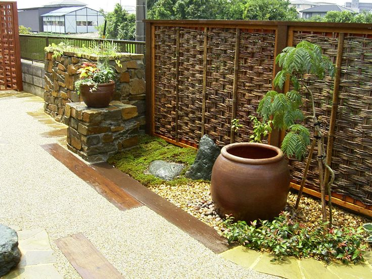Japanese Style Garden   Liking The Fence Panels!