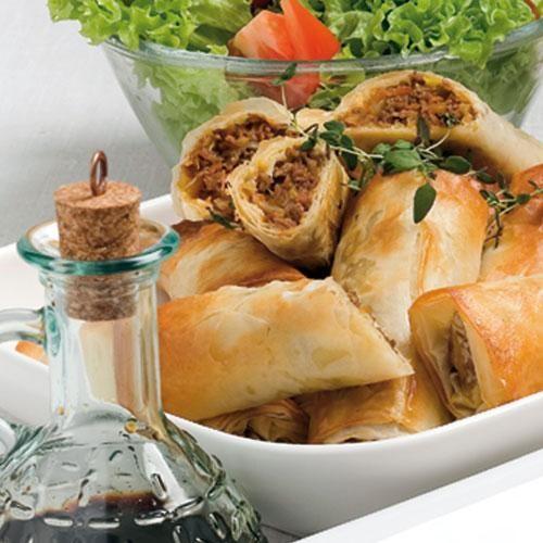 Färs i alla former är uppskattad mat. Servera färsen gömd i filodegsrullar!