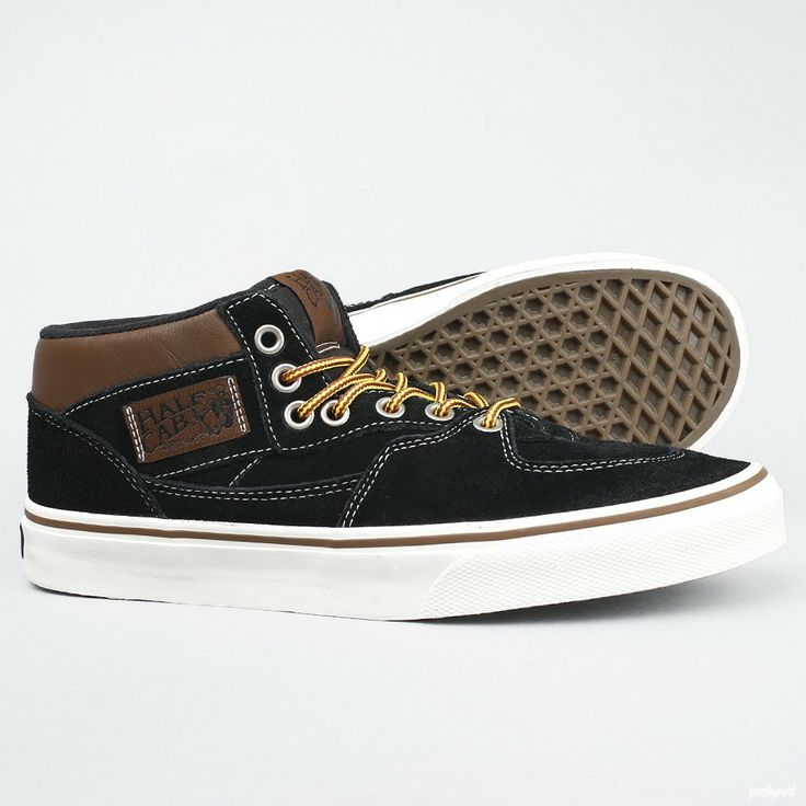 Halvhøy skatesko i unisexmodell fra vans i samarbeid  med Steve Caballero. Denne skoen var en av Vans første promodeller  noensinne.