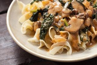 Kale and Mushroom StroganoffStroganoff Recipe, Sour Cream, Fun Recipe, Kale Recipe, Yummy Food, Vegetarian Dishes, Mushrooms Stroganoff, Vegetarian Recipe, Favorite Recipe