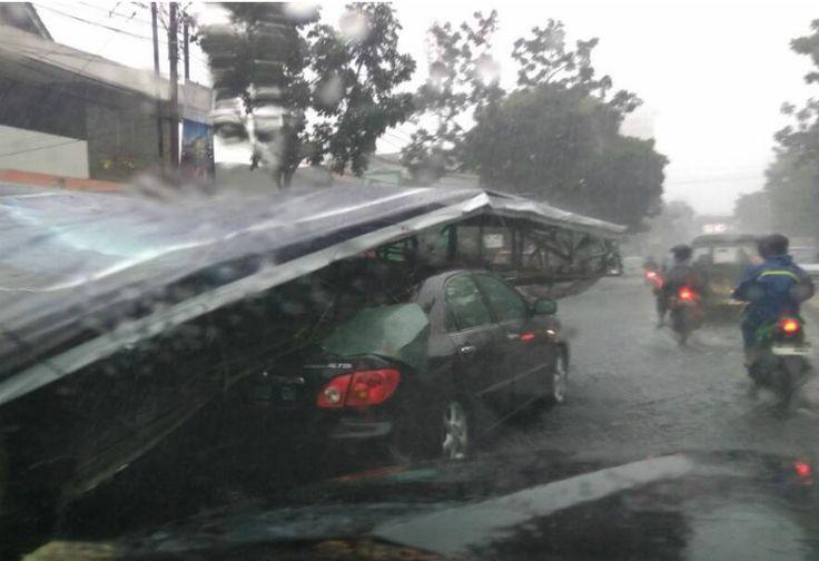 Pemkot Bandung Ganti Rugi Rumah-Mobil Rusak Akibat Cuaca Ekstrem