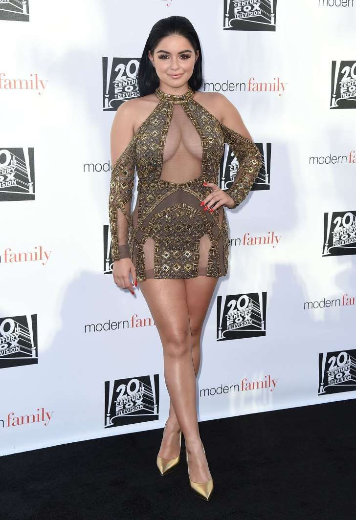 Ariel Winter claps back at those who hated on her gold minidress