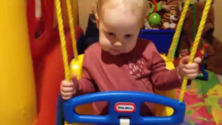 качель игрушка для малыша  Качель очень удобная и можно крепить на анкерные болты к потолку в квартире. Ребёнок в восторге! круглый год можно качаться! а также можно установить на своём участке в частном доме. https://www.youtube.com/watch?v=R-ubbaqFQPE