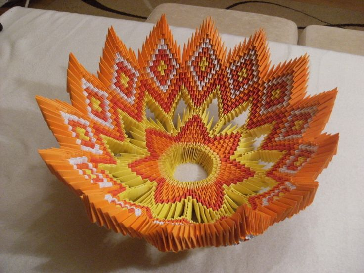 In ths video I'll show how to make bowl for fruits in modular origami. To make this model I used 1652 modules. Diameter of finished bowl is 32 cm. (made from...