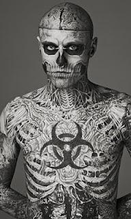 Maquiagem Dermablend Pro um poderoso corretivo da empresa Vichy.      O corretivo é tão poderoso que usaram o modelo canadense Zombie Boy que é famoso por ter o corpo todo tatuado: