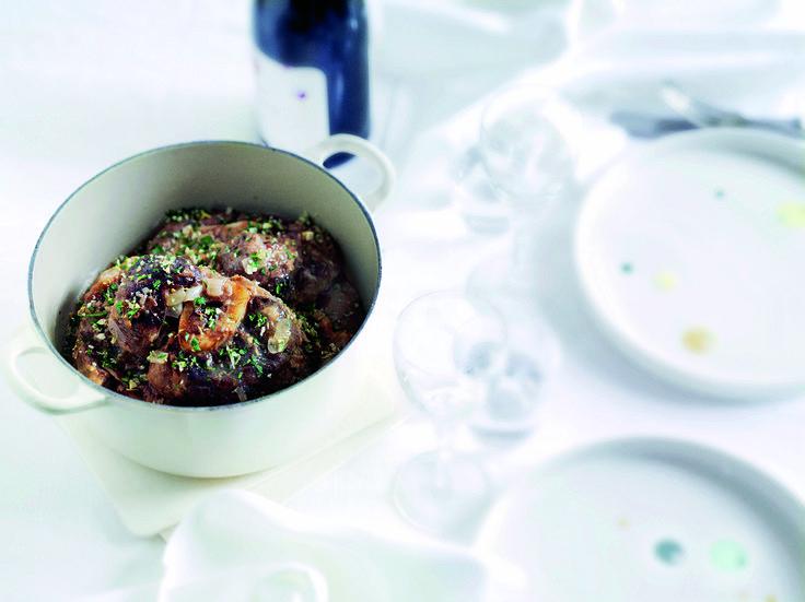Ossobuco smager fantastisk, lyder virkelig fancy og får dig til at se ud som en mesterkok – men tager kort tid at forberede. Win, win!