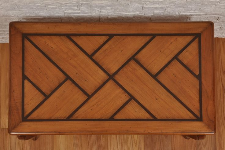 Particolare lavorazione intarsio del coperchio in legno di ebano. art. 012