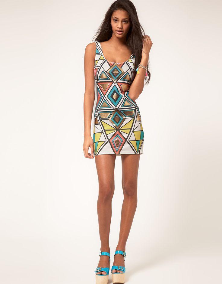 Геометрический принт на платьях
