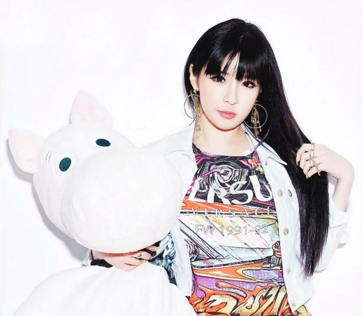 Park Bom | 2NE1 is like a living doll. Doesn't she sleep with this guy on Roommate?
