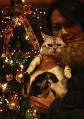 Atsushi Sakurai and his cat. Buck-Tick.