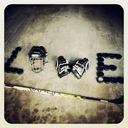 derby love! helmet & skates underlined with stars!
