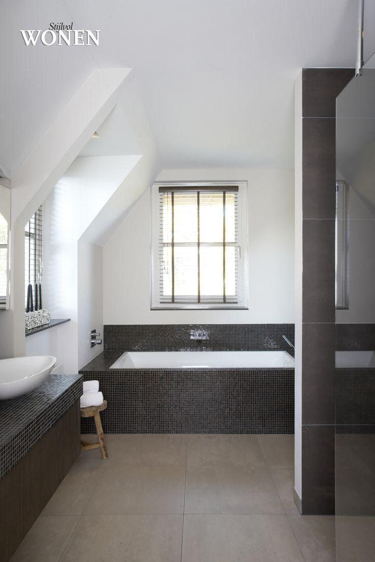 Tegelfloor - Breda - tegels - badkamer met vloertegels en mozaïek.